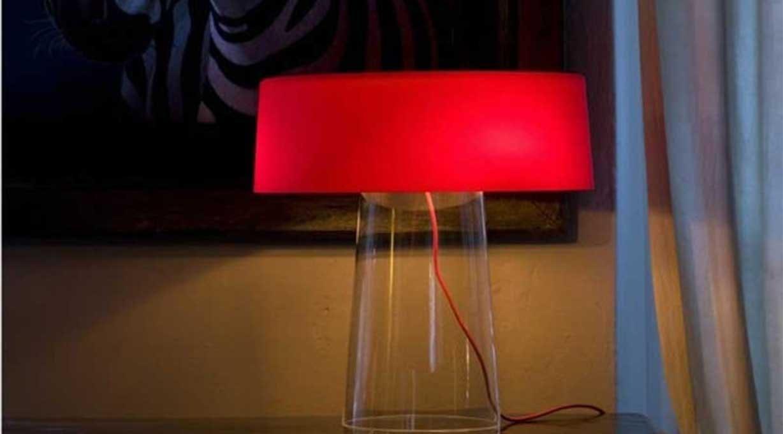 Tischleuchte roter Lampenschirm
