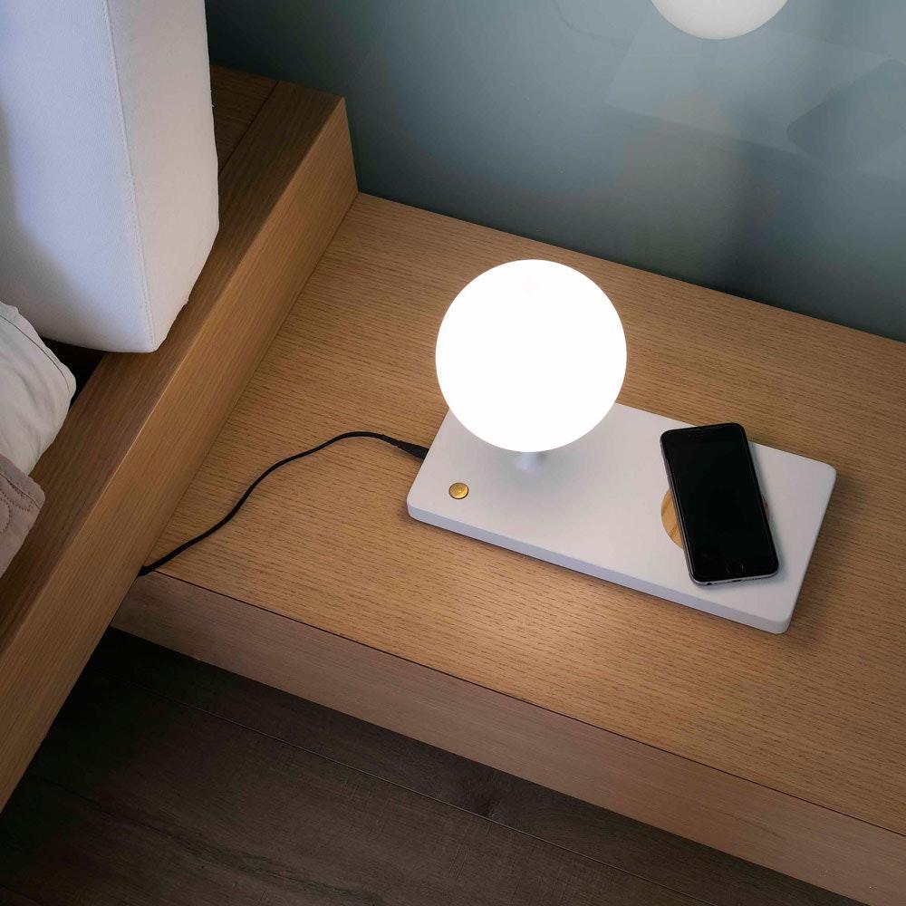 LED Tischleuchte NIKO mit induktiver Handy Ladestation