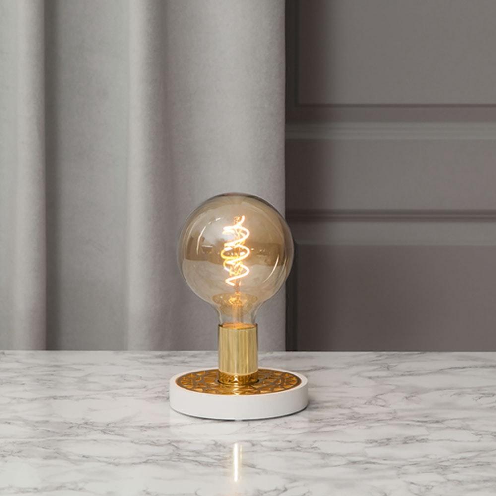 Tischlampe für E27 Leuchtmittel in Weiß und Goldfarben 11