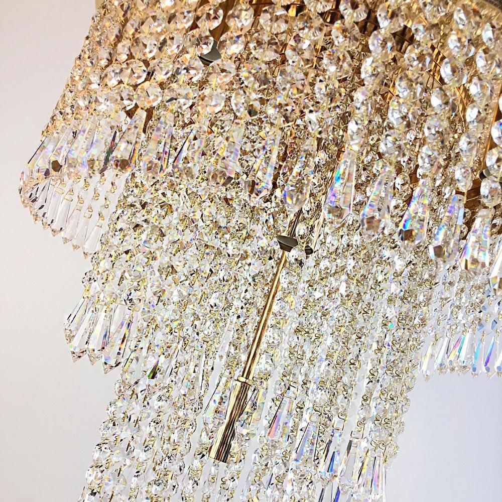 Eleganter Kristall Kronleuchter Wien aus geschliffenen Kristallen 3