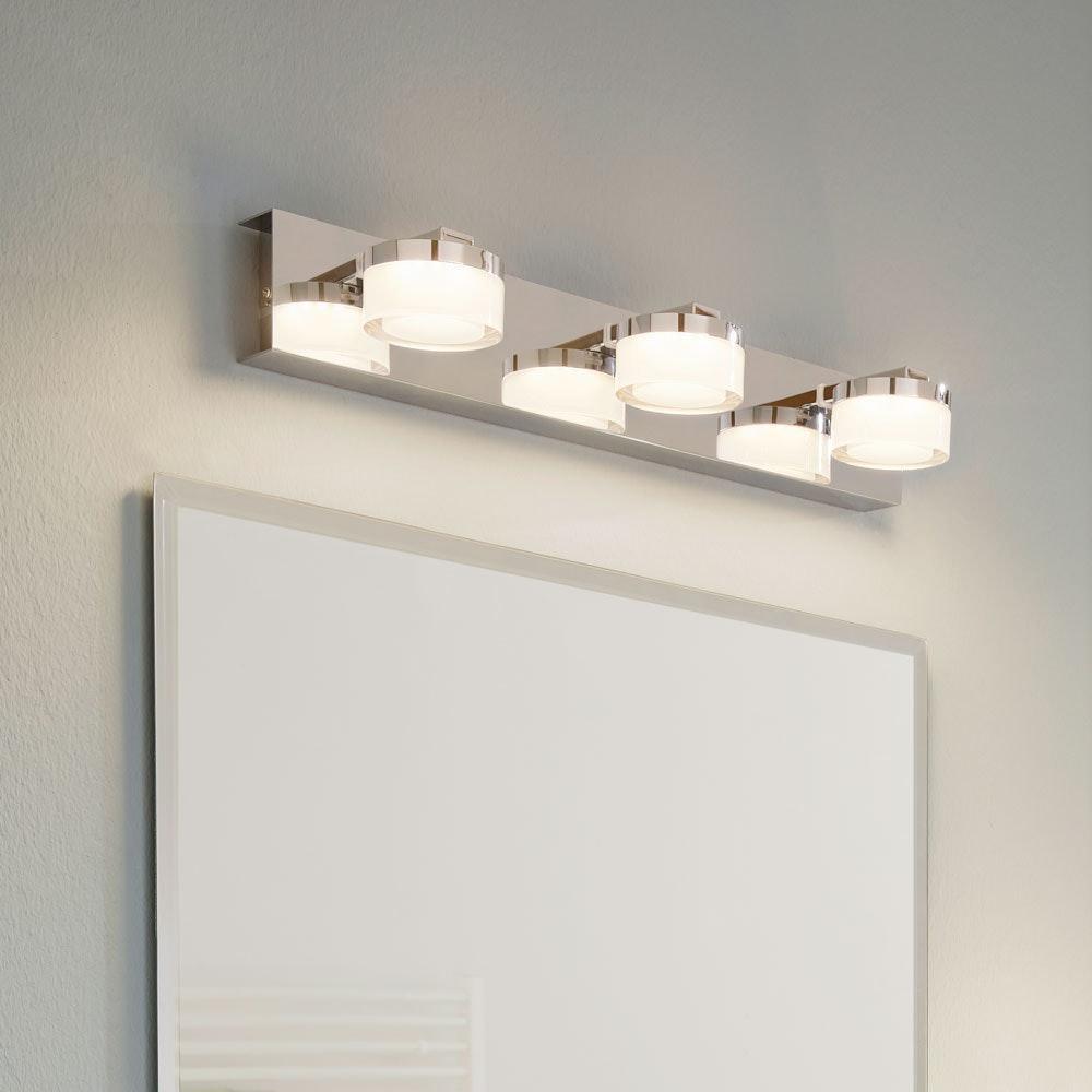 Puck LED Bad Spiegelleuchte mit 3 satinierten Köpfen Chrom