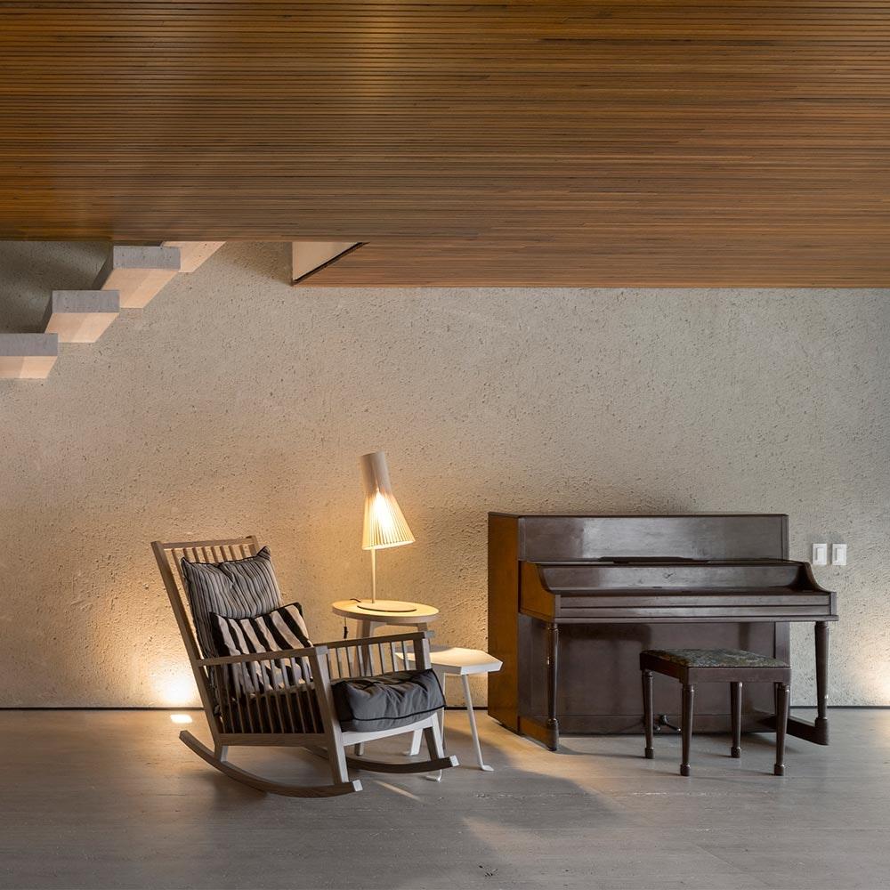 Tischleuchte Secto 4220 aus Holz 75cm 4