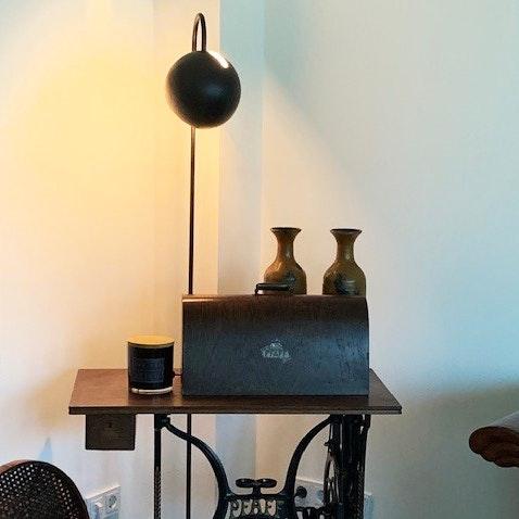 s.LUCE Ball Stehleuchte schwarzer Marmor 170cm 2