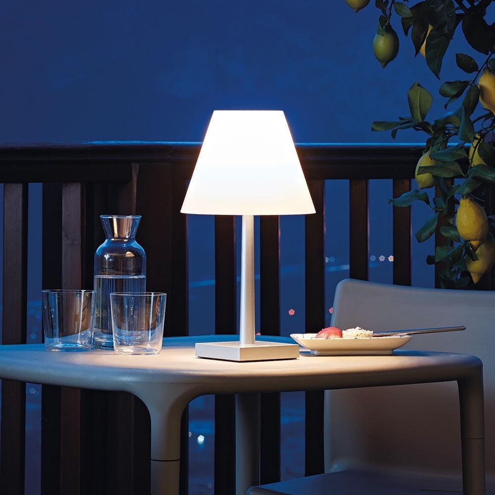 Dina+ Akku LED-Tischleuchte mit Ladestation Weiß