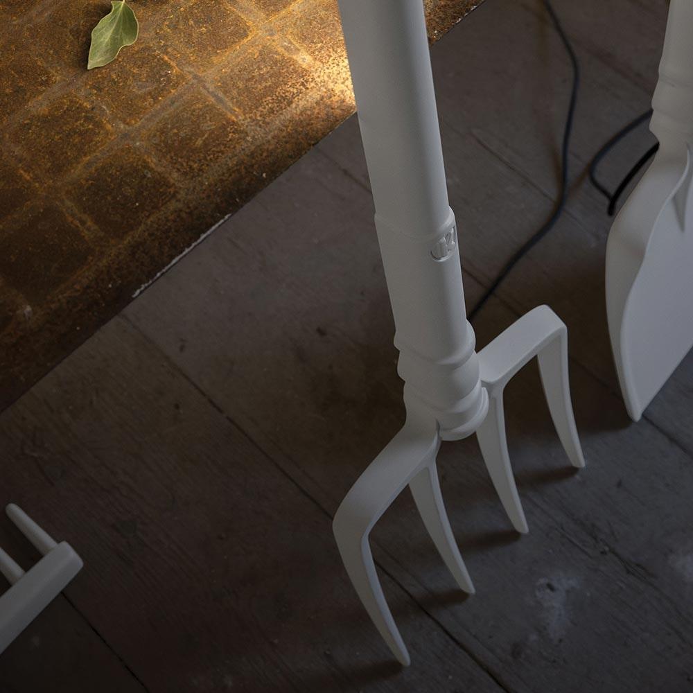 Karman Tobia LED Außen-Stehleuchte Heugabel Weiß thumbnail 3