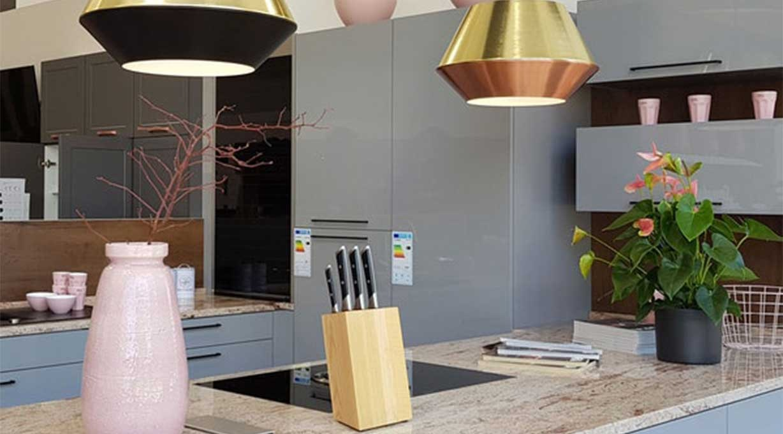 SkaDa Pendelleuchten kombiniert Küchentheke