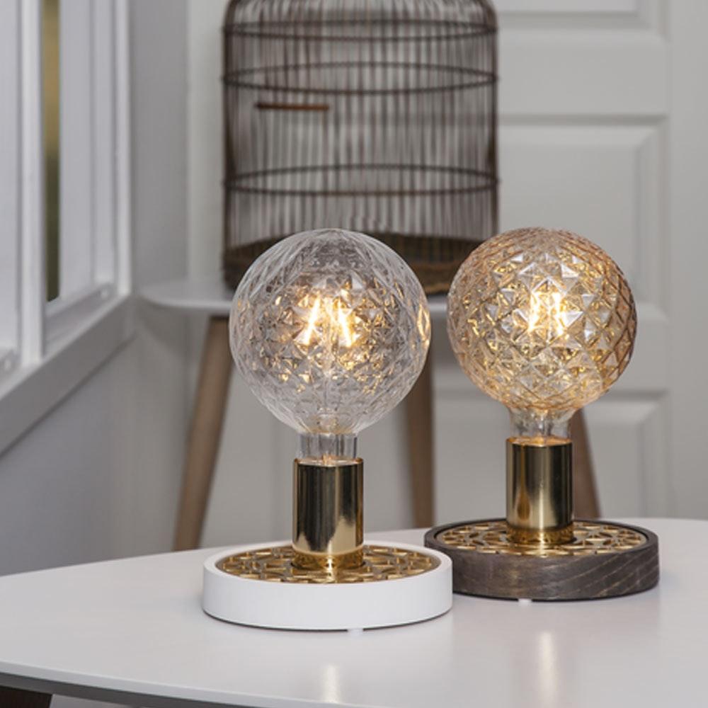 Tischlampe für E27 Leuchtmittel in Weiß und Goldfarben 9