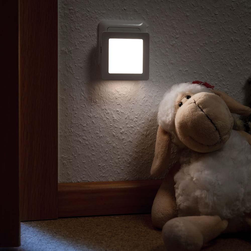 LED Steckerlicht Esby mit Sensor 3000K Weiß