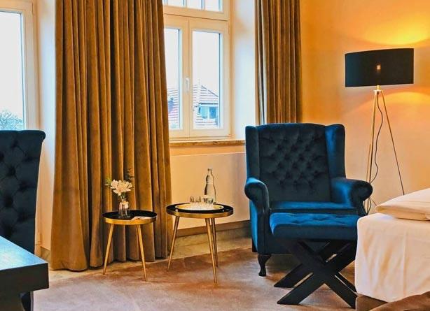 Elegante Stehleuchte für Hotels