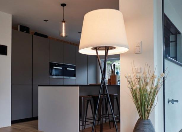 Ozonos Stehlampe in Küche