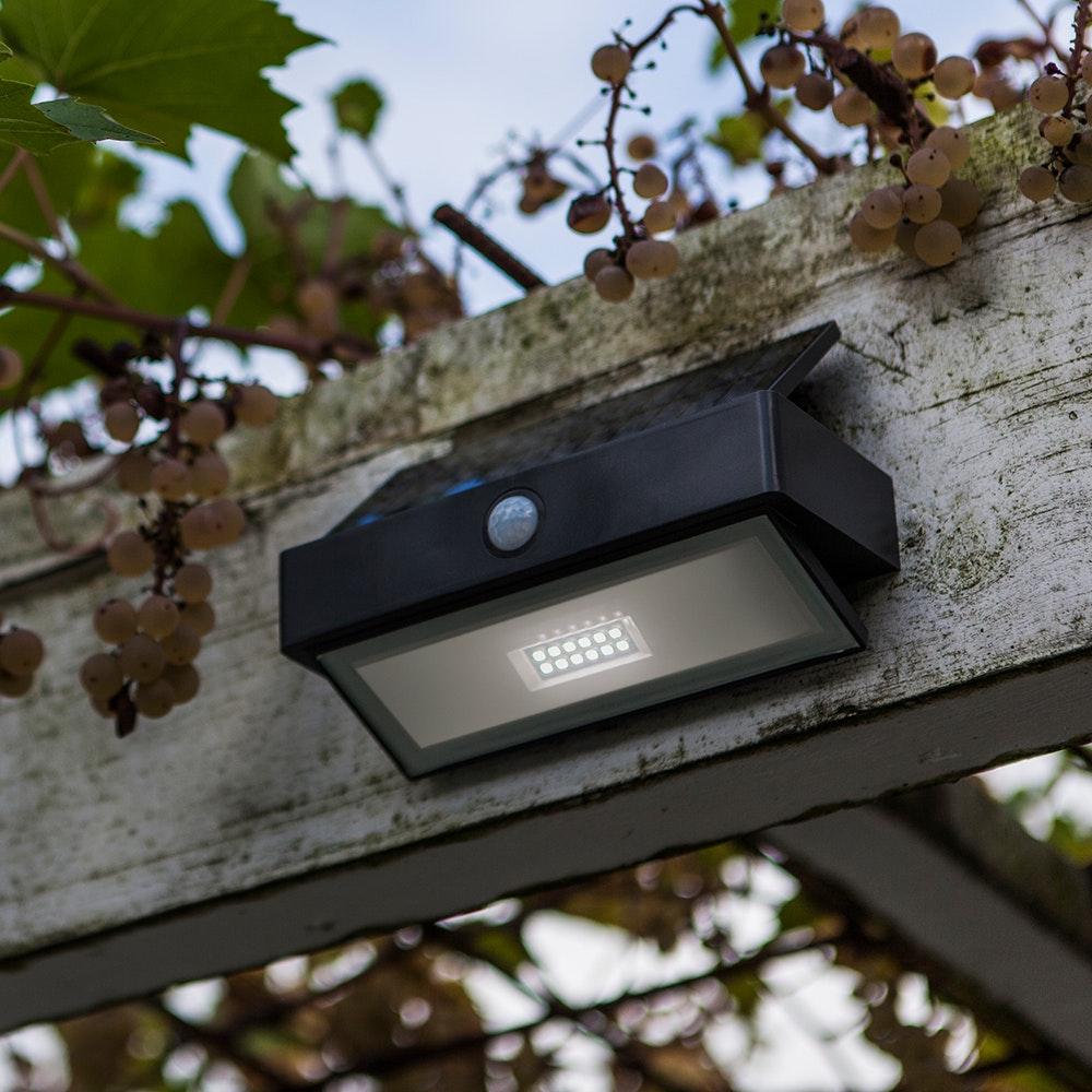 LED-Wandleuchte Arrow mit Solarpanel und Bewegungsmelder 4
