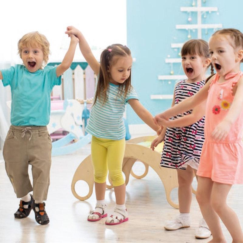 4 Kinder im Kindergarten