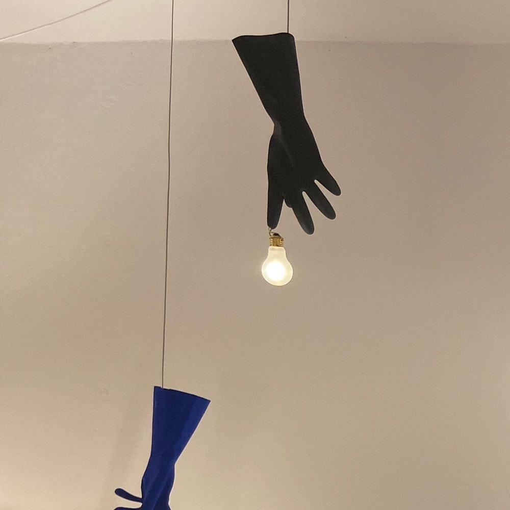 Ingo Maurer LED Hängeleuchte Black Luzy Handschuh