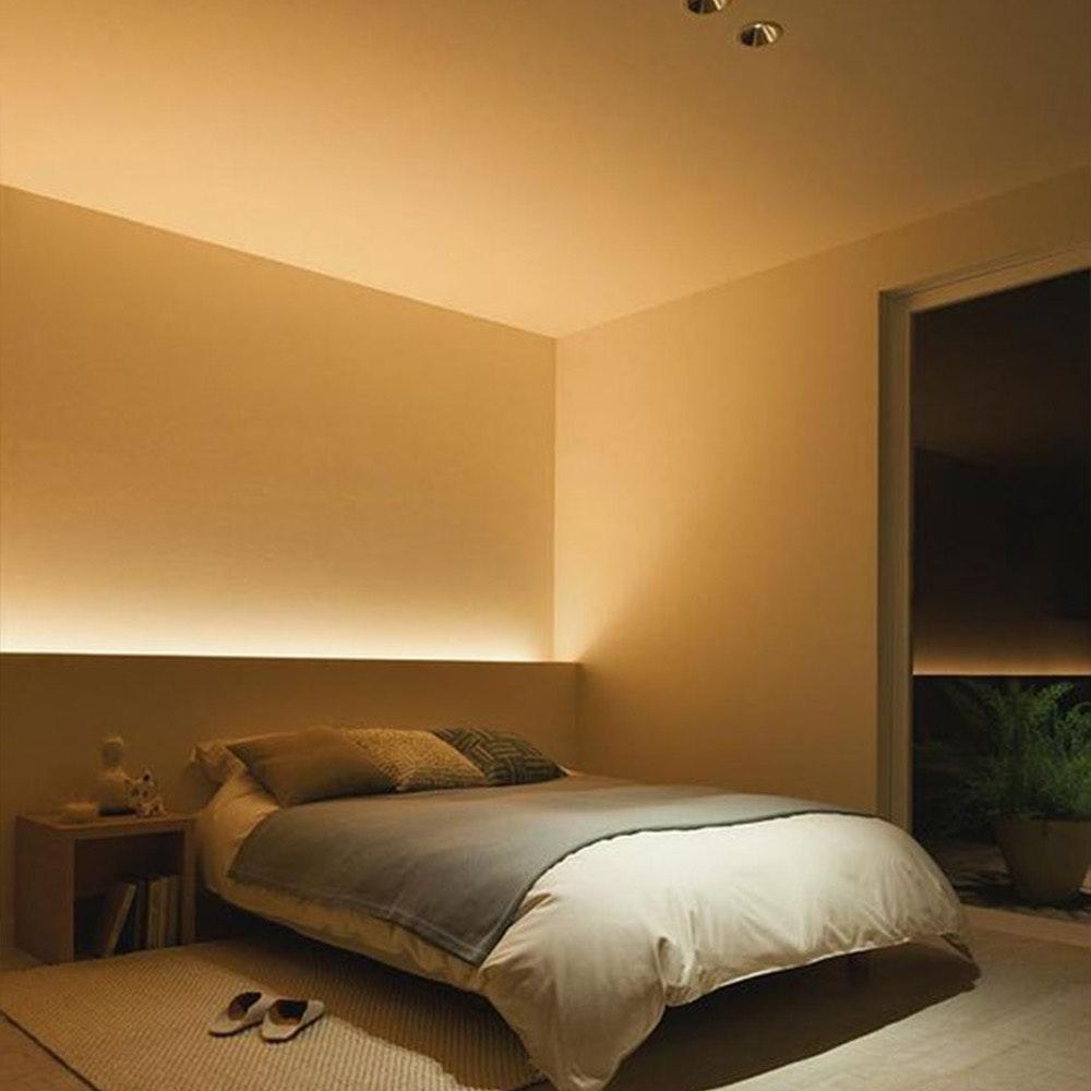 Indirekte LED Schlafzimmerbeleuchtung in warm weiß