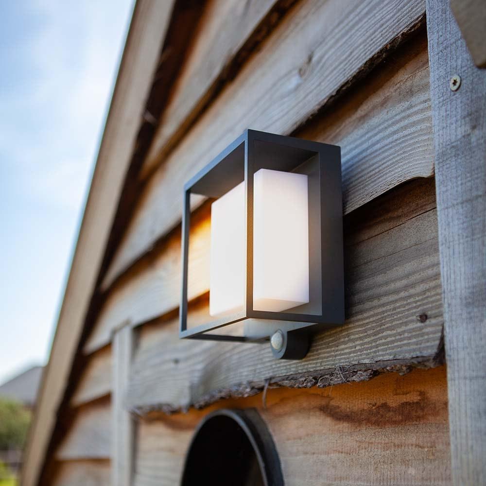 LED-Solar-Außenleuchte Curtis mit Bewegungsmelder 4