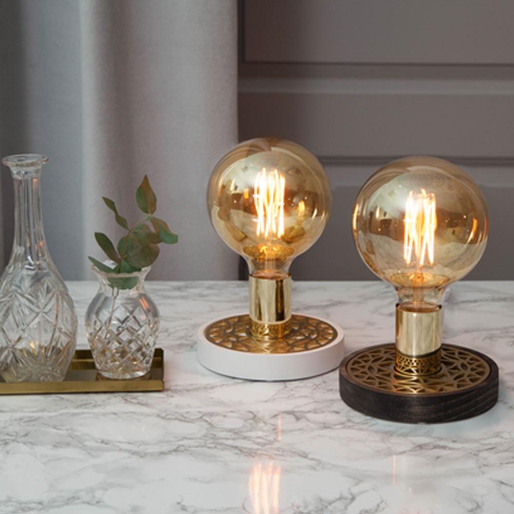 Tischlampe für E27 Leuchtmittel in Weiß und Goldfarben 4