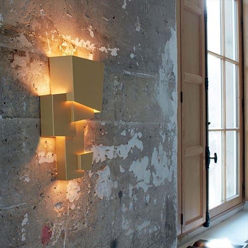 Geometrische Lampe Betonwand