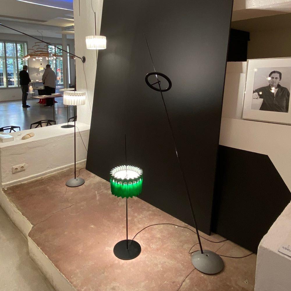 Ingo Maurer LED Stehleuchte Ringelpiez drehbarer Ring