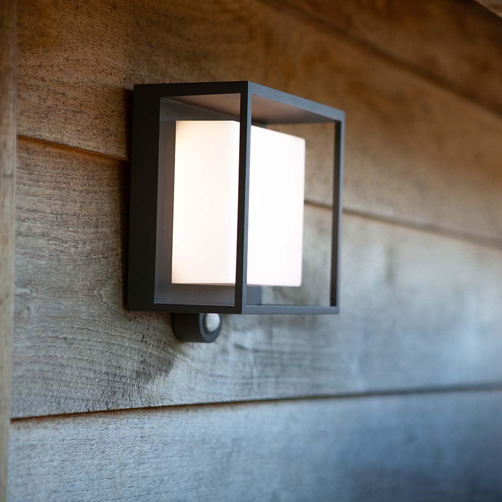 LED-Solar-Außenleuchte Curtis mit Bewegungsmelder 1