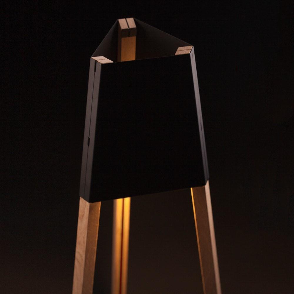 La3b 170 Stehleuchte mit Holzfuß aus Eiche Schwarz 3