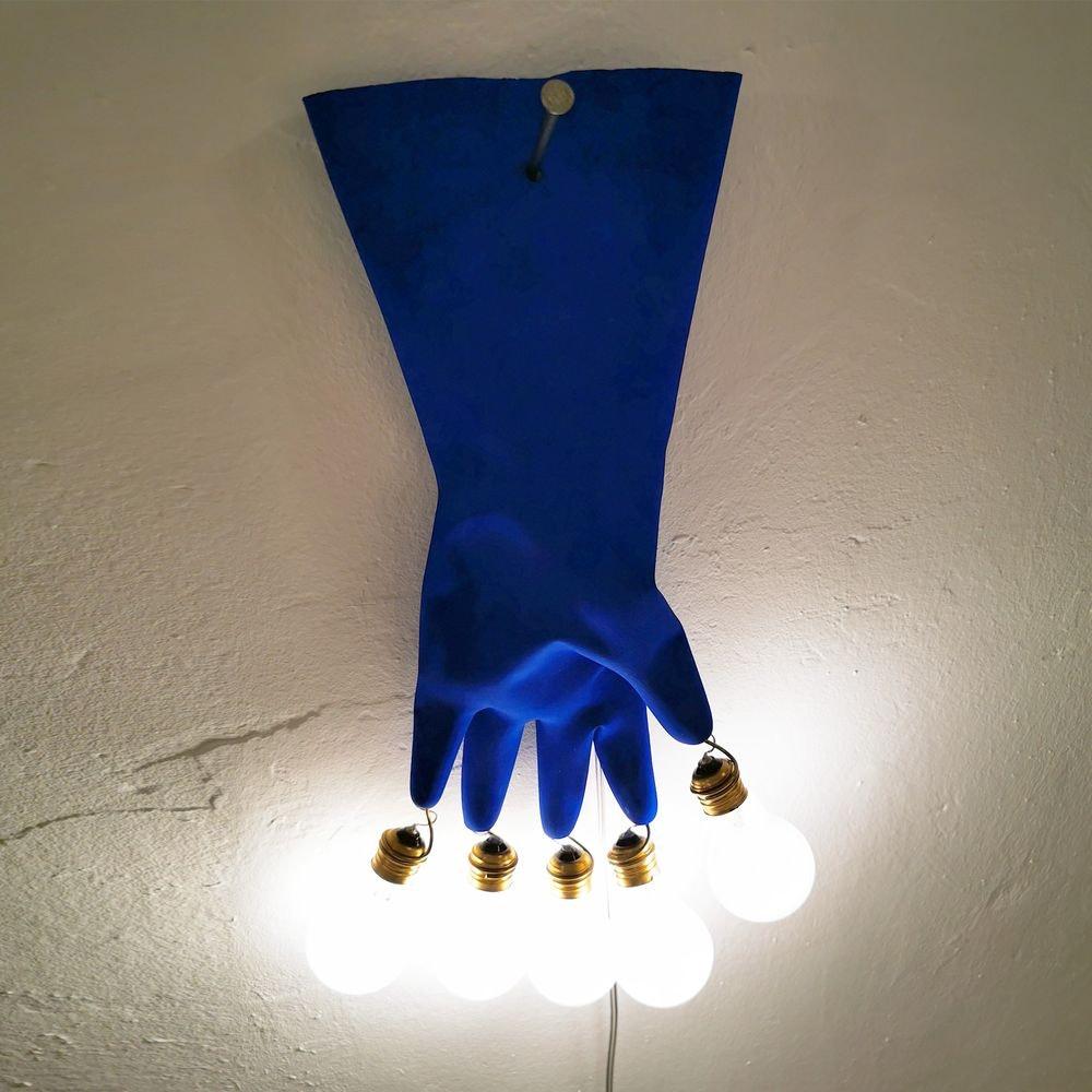Ingo Maurer LED Wandlampe Luzy On The Wall Gummihandschuh blau