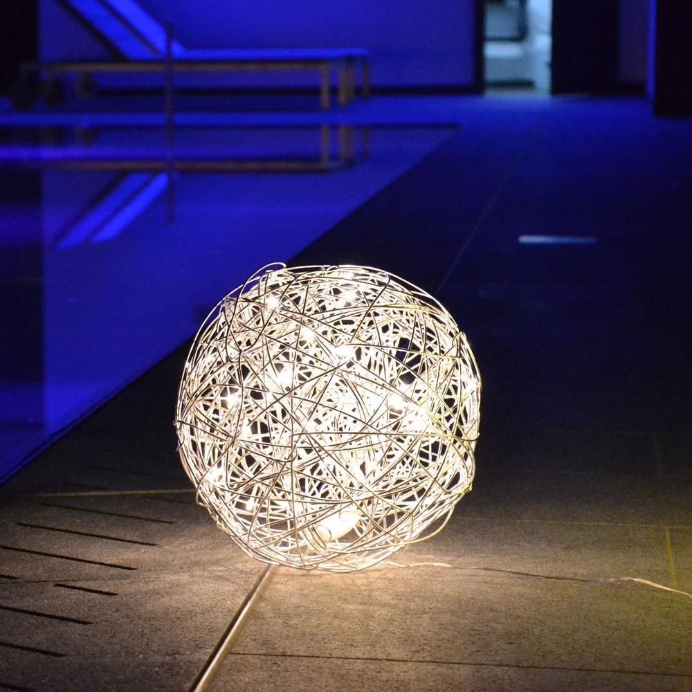 s.LUCE Mesh S LED-Drahtkugel Ø 30cm Innen & Aussen Warmweiß