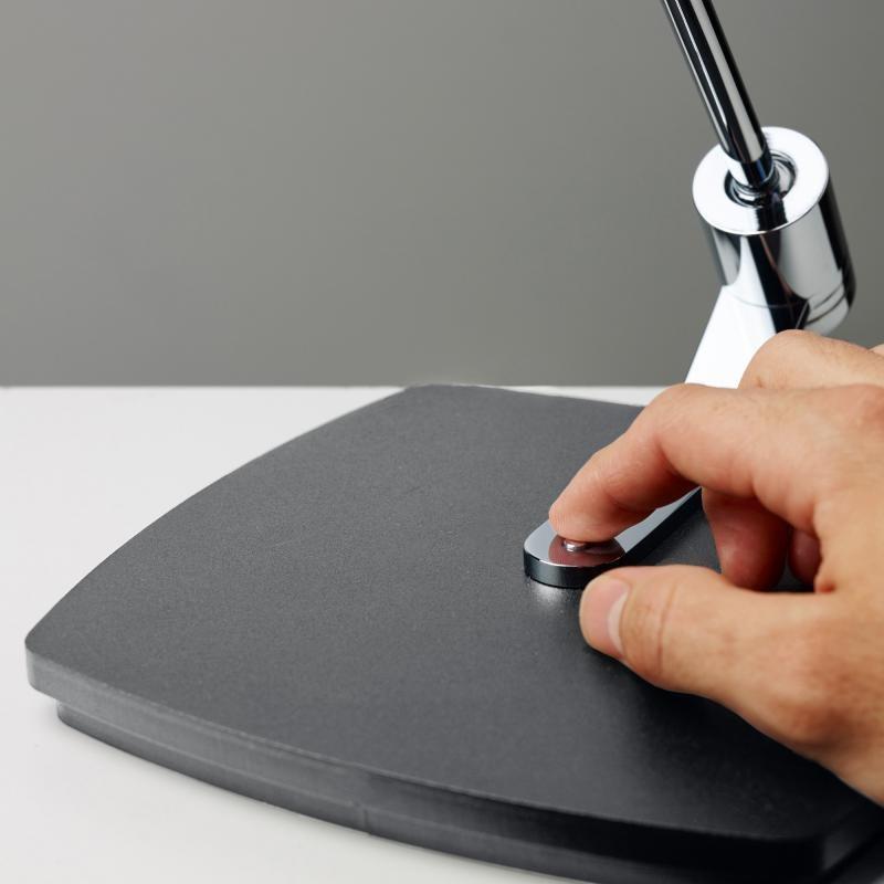 Oligo dimmbare LED Schreibtischleuchte Kelveen 90° Graphit 5