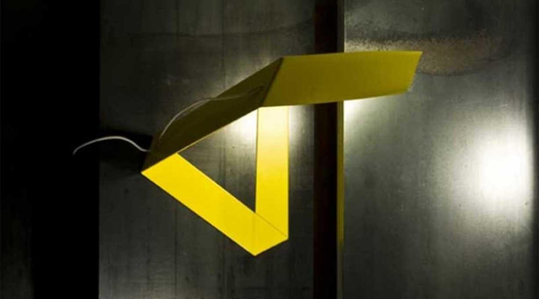 Gelbe lampe außergewöhnliche geometrische Form