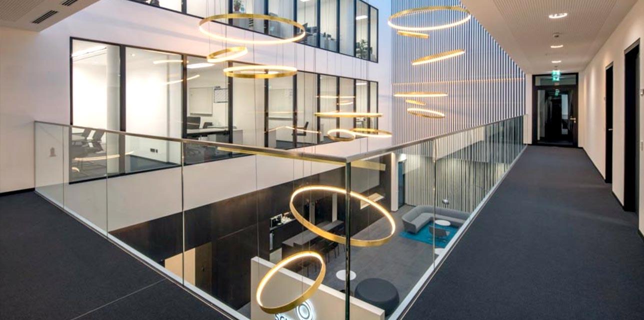 Ringleuchten Galerie Bürogebäude