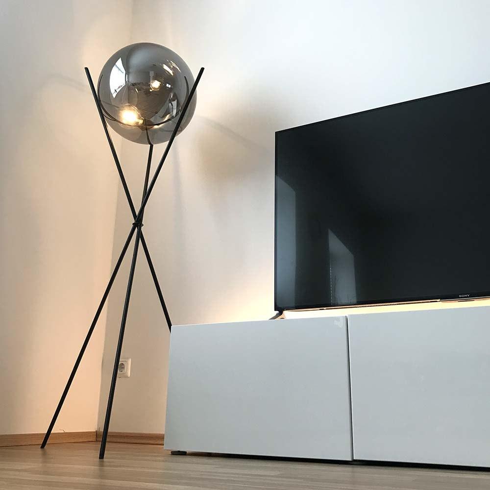 s.LUCE pro Stehleuchte Sphere 40 mit rauchiger Glaskugel